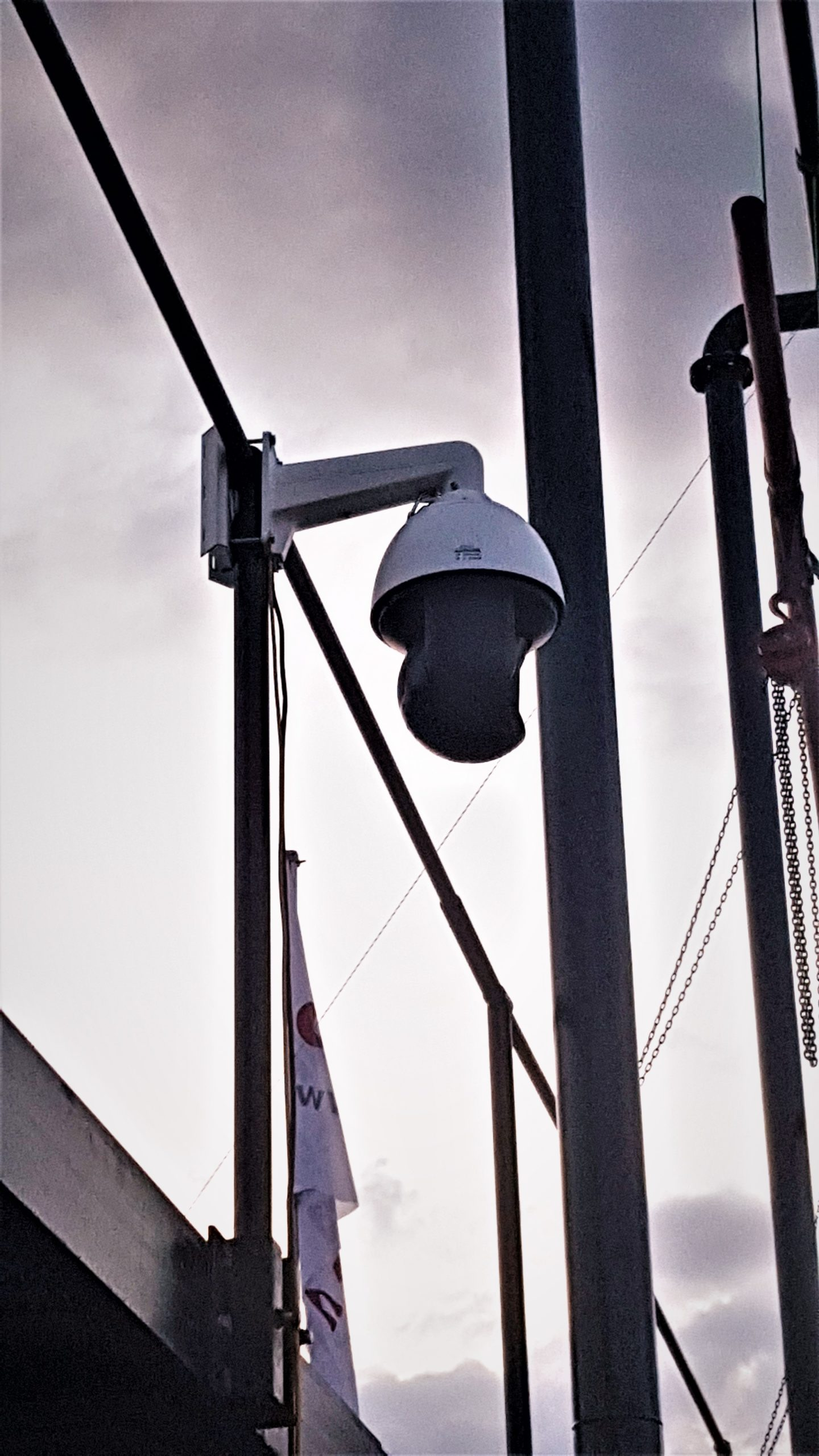 Livestream camera in een buitenopstelling. Cameras zijn regen bestendig en kunnen daarom ook elk buiten evenement goed vastleggen.